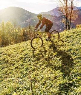 Radfahren am Traunsee im Herbst