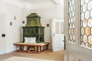 Kamin im Esszimmer der Private Suite Klosterrefugium