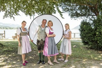 Wolfgang und Monika Gröller mit Töchtern Marie und Josefine
