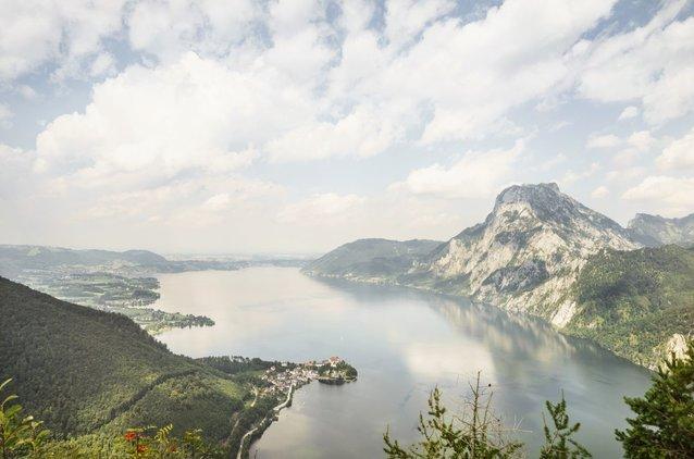 Einzigartiger Ausblick vom Sonnstein über den Traunsee