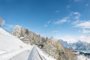 Winterspaziergang mit Blick auf den Traunsee