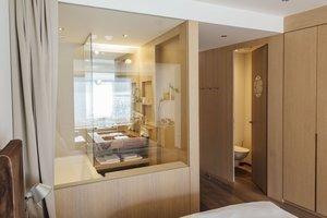 Badezimmer mit Blick auf den Traunsee