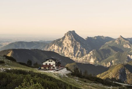 Lädt zur Einkehr ein: die Kranabethhütte am Feuerkogel